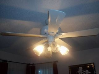 "Hunter White 52"" Ceiling Fan with Light Kit Included EUC"