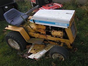 "Cub Cadet 125 Hydrostat Riding Lawn Tractor with 48"" Mower Deck Hitch"