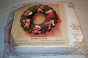 Vintage 1986 The Creative Circle Christmas Teddy Bear Wreath 2330 Embroidery Kit