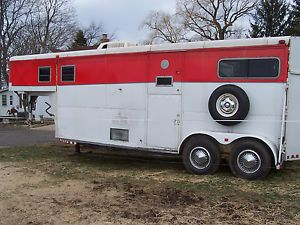 2 Horse Gooseneck Trailer with Sleeping Quarters