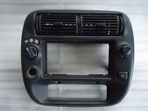 95 03 Ford Ranger 4WD Radio Center Dash Instrument Bezel Trim AC Heater Vents