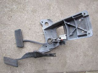 98 02 Dodge RAM 1500 Brake Gas Pedal Bracket Complete