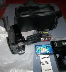 Nice JVC GR AXM225U Video Camcorder VHS C Camera Bag Tape Extra Battery Strap
