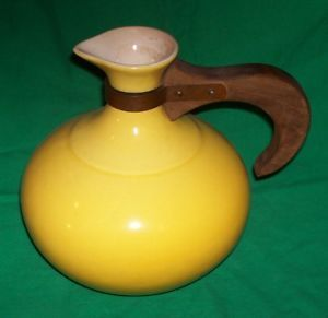 Retro Home Kitchen Yellow Pottery Decanter Pitcher Caraf Wood Handle Ceramic Vtg