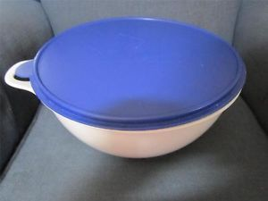 Tupperware Large 32 Cup Thatsa Bowl Mixing Bowl White with Royal Blue Lid