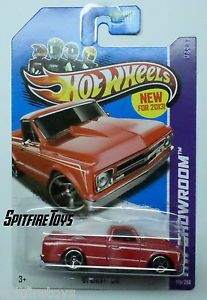 Hot Wheels '67 Chevy C10 Custom Pickup Truck Red Q Case on U s Card in Hand