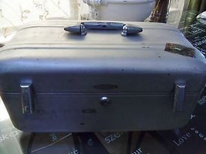 Authentic Halliburton Train Beauty Camera Hard Sided Aluminum Case Carry On