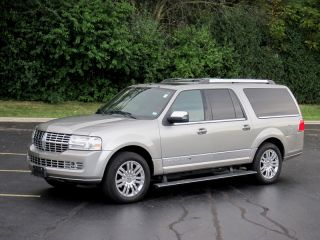 Executive Limousine AWD Lincoln Navigation 4x4 Limo Cadillac Escalade Available