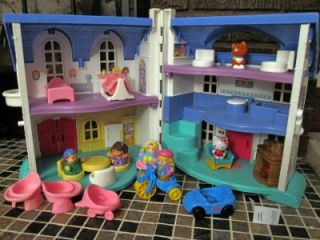 Fisher Price Little People Furnished Dollhouse with People 1996 L 11
