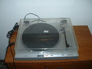 Vintage Hitachi Model HT 40s Direct Drive Record Player Turntable