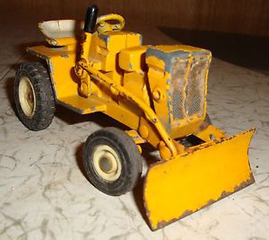 Vintage International IH Cub Cadet Diecast Lawn Garden Toy Tractor with Blade