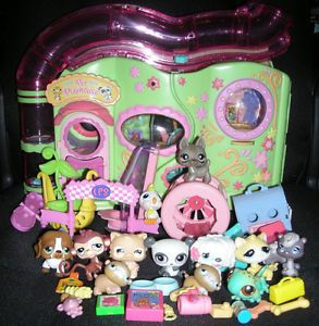 Littlest Pet Shop Little Lovin' Pet Playhouse with 12 Animals Plus Food Toys