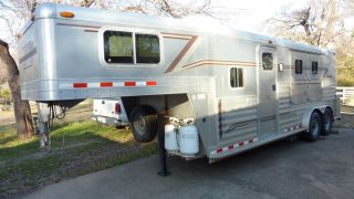 2004 4 Star Horse Trailer with Living Quarters