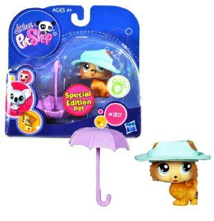 "Hasbro Year 2009 Littlest Pet Shop Portable Pets ""Special Edition Pet"" Series Bobble Head Pet Figure Set #1317   Brown Pomeranian (Pom Pom) Puppy Dog with Blue Hat and Umbrella (93659) Toys & Games"